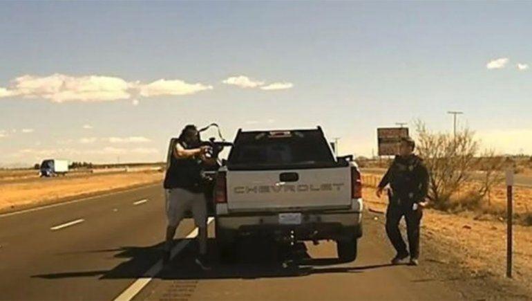 EE.UU: el momento en el que un narco acribilló a un policía con un rifle de asalto