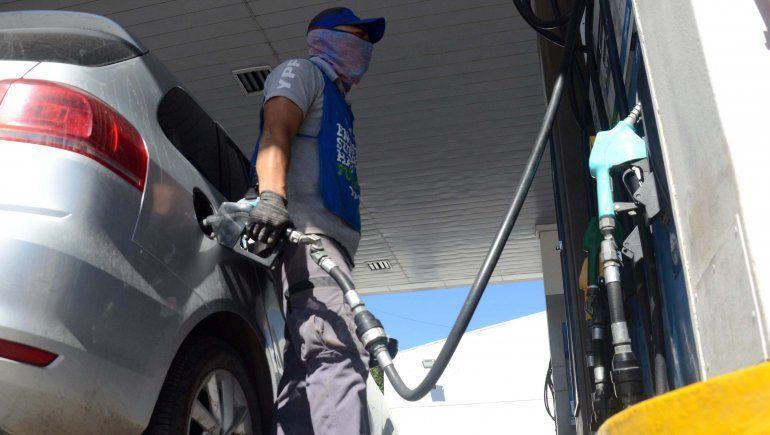 Docentes neuquinos podrán cargar naftas de YPF con descuentos