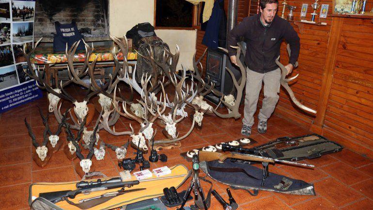 Todos los trofeos y los elementos de caza fueron secuestrados por la Brigada Rural de Junín.
