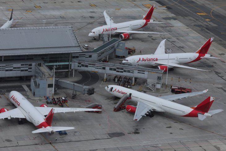 Foto de archivo. Una imagen aérea muestra los aviones de la aerolínea Avianca Holdings estacionados en medio de la cuarentena por el coronavirus en el Aeropuerto Internacional el Dorado de Bogotá