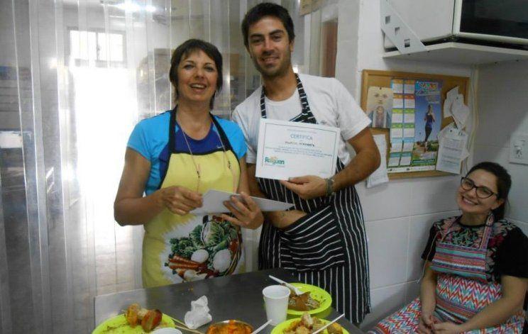 Ana María en uno de los cursos de cocina saludable que dictó con el sello de Riaguen.