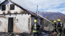un ciclista aviso de un incendio en la casa de una abuela en el paraje pil pil