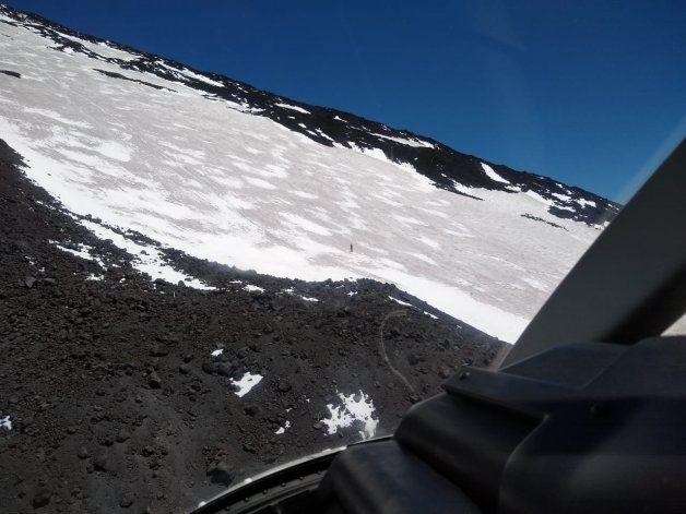 El andinista estaba a 3 mil metros de altura y no podía completar el descenso del Lanín