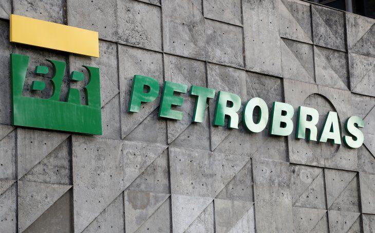 Imagen de archivo del logo de la petrolera con participación estatal Petrobras. Brasil necesita garantizar su provisión de gas en los próximos años. REUTERS/Sergio Moraes/Archivo