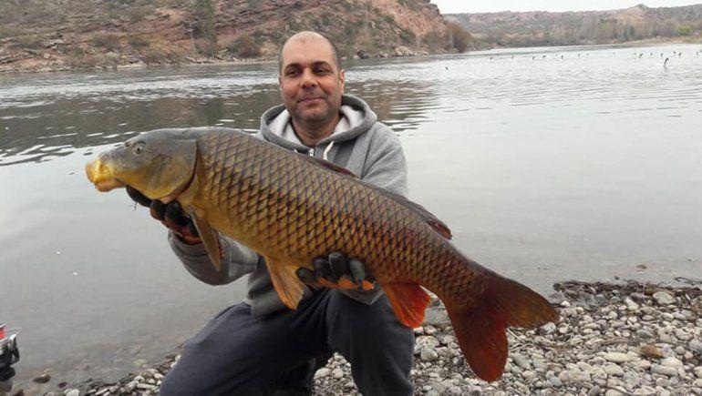 Cipoleño pescó una carpa de 7 kilos en la Isla Jordán