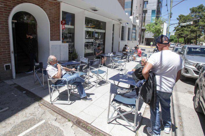 Los bares y restaurantes pueden abrir hasta las 14.30 los domingo.