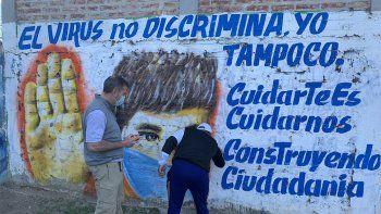 por el aniversario del barrio, inauguran un mural sobre el covid