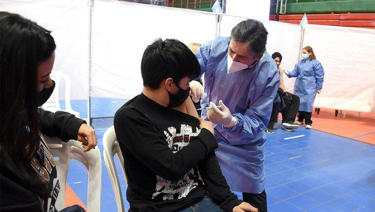 Furor por la vacunación adolescente: casi 13 mil inscriptos en un día