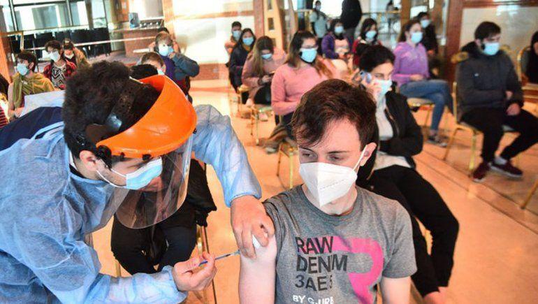 Este martes definen cómo serán las vacunas a menores