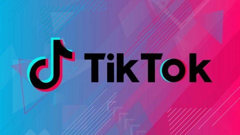 Joven usa TikTok para advertir sobre el cáncer de piel