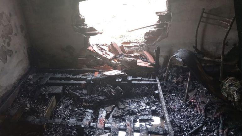 Una mujer del barrio Confluencia denunció un intento de homicidio. Dice que prendieron fuego la casa con ella adentro.