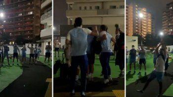 a puro festejo: asi recibieron a los pumas en la villa olimpica