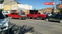 importante choque entre dos vehiculos en barrio el progreso