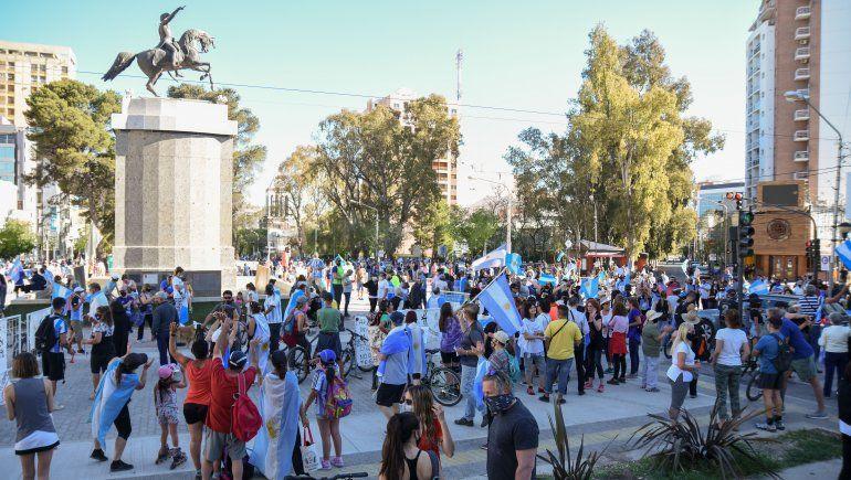 Neuquinos marcharon contra el Gobierno nacional