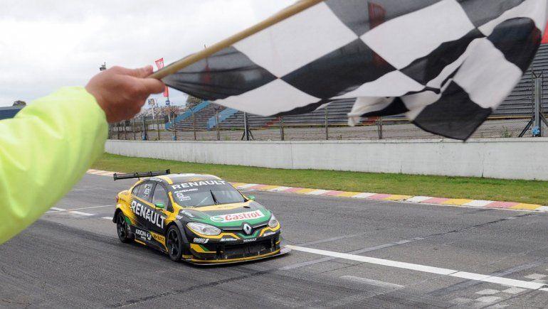 Facundo Ardusso fue el ganador de la segunda fecha del Súper TC2000 en el autódromo de Buenos Aires. Urcera debió abandonar por un despiste.
