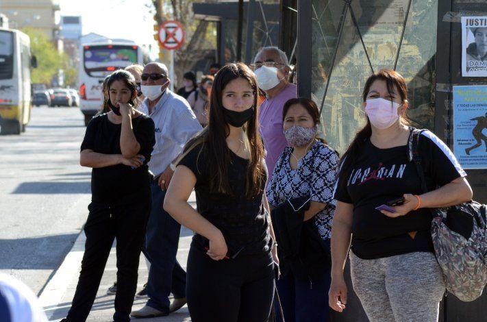 Más vacunas y testeos, las claves de la caída de los contagios en la provincia