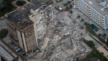 Así fue el momento en el que se derrumbó el edificio en Miami