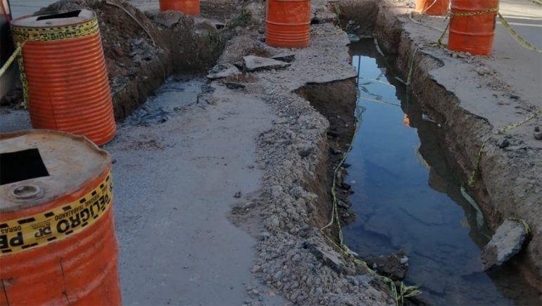 Hace cinco años que se le inunda el taller, ¿se pinchó el acueducto Mari Menuco?