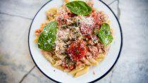 receta: ensalada de pasta con atun y tomate fresco
