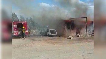 Una madre rescató a su bebé de un incendio que consumió su casa