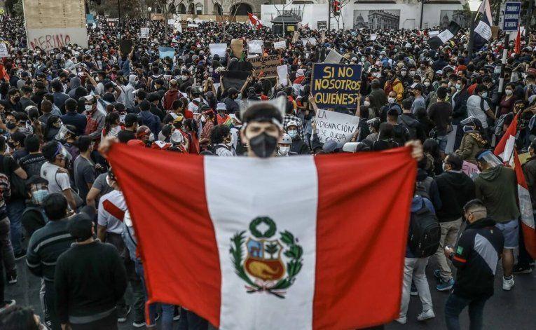 Crisis en Perú: represión, muertos y tres presidentes en una semana