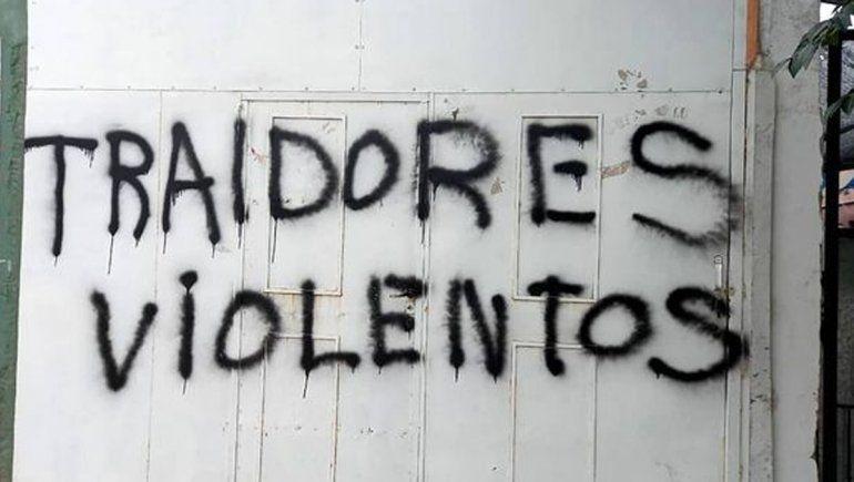 La seccional de ATEN en Centenario amaneció con pintadas