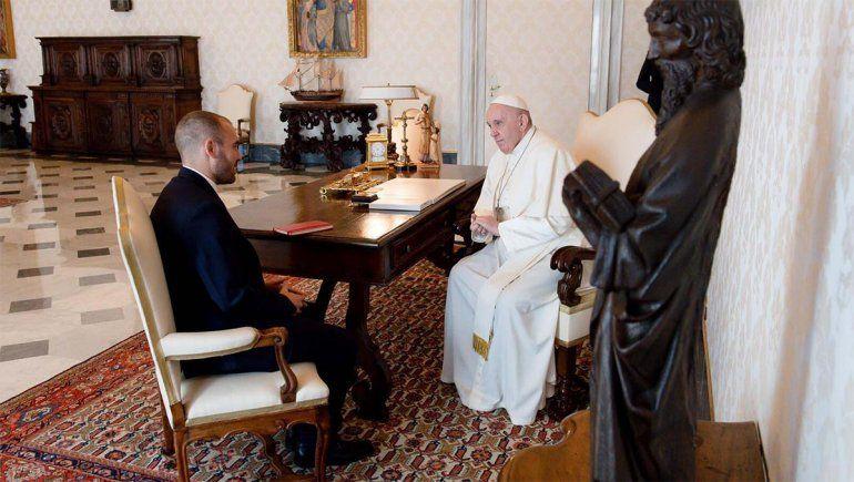 En búsqueda de apoyo por la deuda, Guzmán se reunió con el Papa