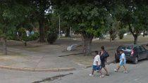 El hecho ocurrió en una plazoleta ubicada en la esquina de las calles Gandhi y General San Martín, en el mencionado municipio del partido de Malvinas Argentinas