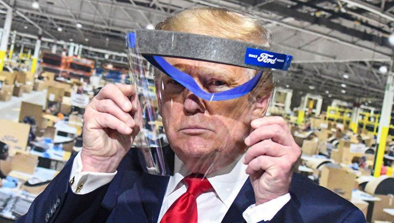 Trump dijo que usará tapaboca porque así se parece al Llanero Solitario
