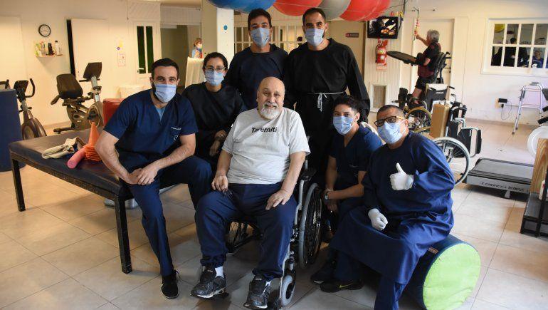 Mario recibió un enorme cariño de los empleados de la clínica de rehabilitación.