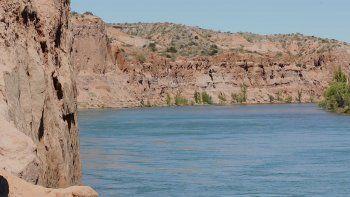 turismo de cercania: otra postal del rio en los acantilados de balsa las perlas