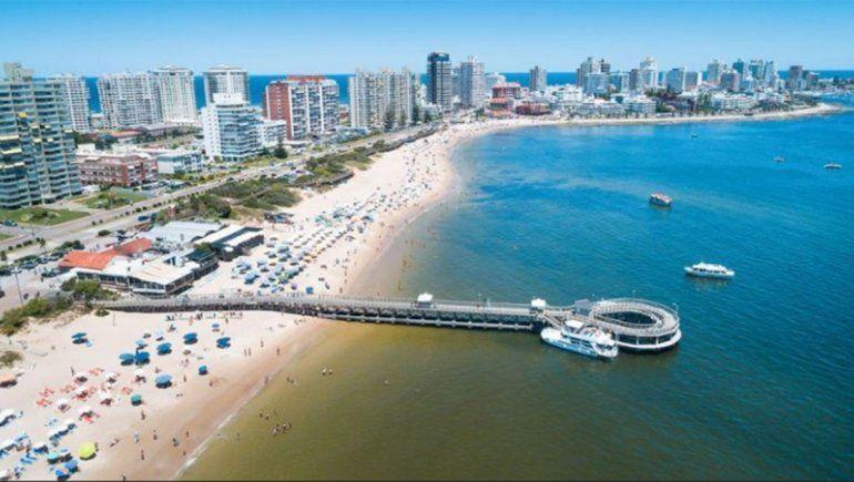 Miles de argentinos ya desembarcaron en Uruguay por la crisis