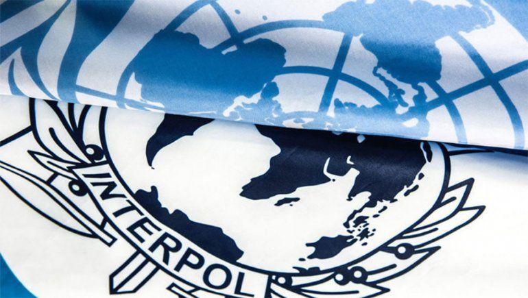 Interpol advierte que el crimen organizado puede atentar contra la vacuna