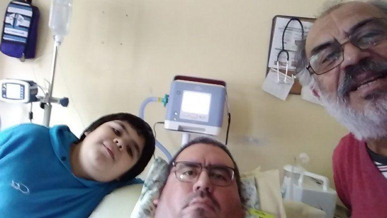 Una selfie con su hijo menor y su papá Pedro.