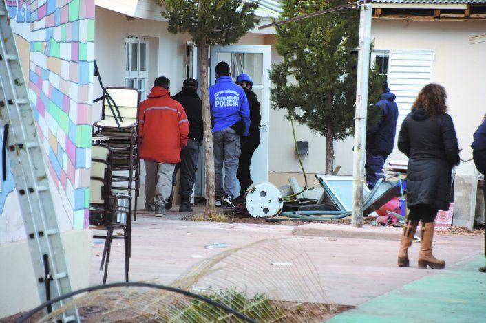 Los peritajes en la escuela albergue de Aguada San Roque se sucedieron desde el estallido trágico.