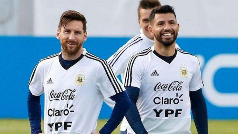 PES o FIFA: el cruce en vivo entre Agüero y Messi
