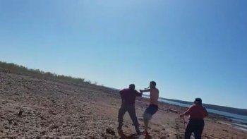 los barreales: fueron a comer asado y los atacaron con cuchillos y troncos