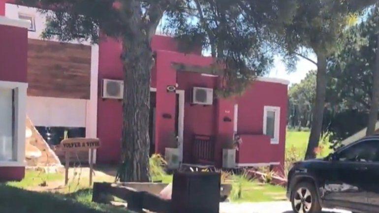 Le usurparon la casa, la remodelaron y la pintaron toda