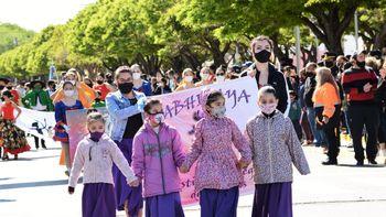 Cutral Co celebró su aniversario con un desfile colorido