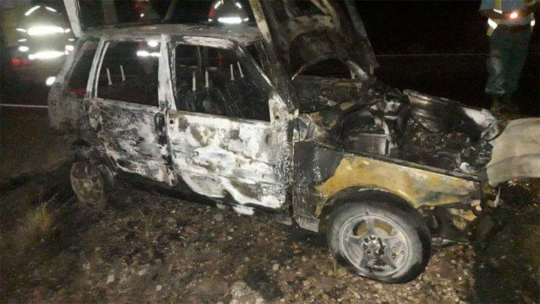 Camino a Picún Leufú se le incendió el auto: daños totales