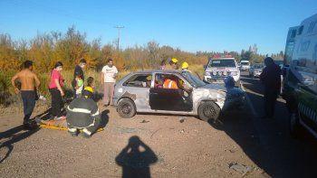 una familia fue hospitalizada al chocar contra una camioneta