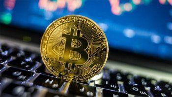 el bitcoin se desplomo un 18% en apenas seis horas el dia que el salvador la adopto como moneda