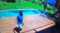 video: cuatro delincuentes armados le coparon la casa y le apuntaron a su hijo de 3 anos