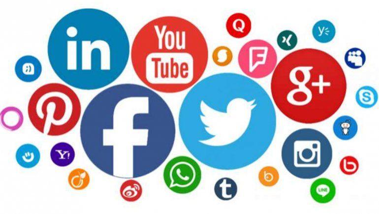 La vida de los jóvenes, cada vez más dependiente de las redes sociales.