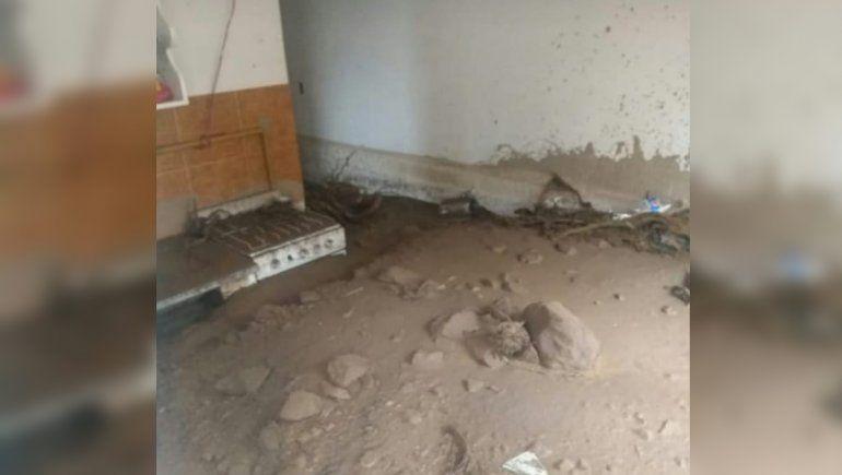 Barrancas: las casas tienen hasta 60 centímetros de barro