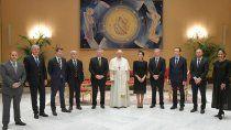 polemica en la reunion del papa francisco y alberto fernandez: 11 personas sin barbijo