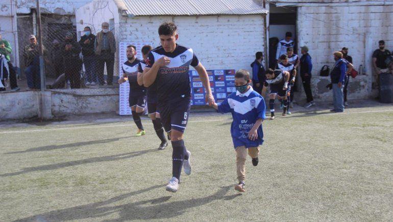 Benja, el nene que cumplió el sueño de salir a cancha de Don Bosco y conmovió a Zapala