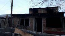 voraz incendio destruyo todo en una casa, menos la biblia