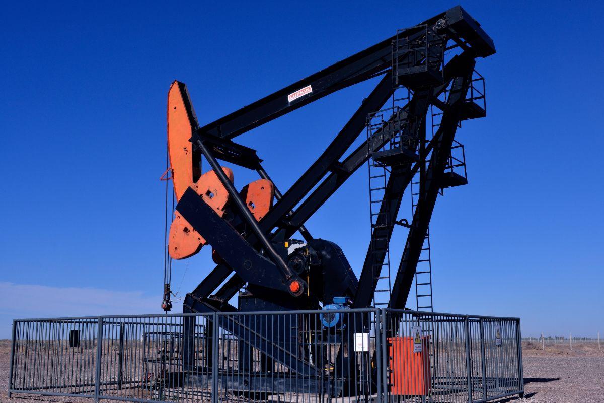 una campana de exploracion de petroleo y gas para rio negro