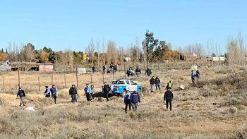 robaron en anelo, escaparon y volcaron en huincul: 5 detenidos
